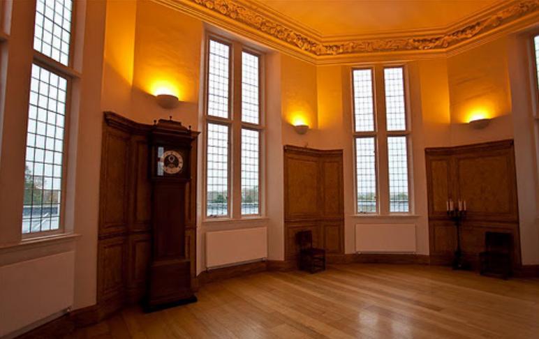 Знаменитая восьмиугольная комната (Octagon Room)