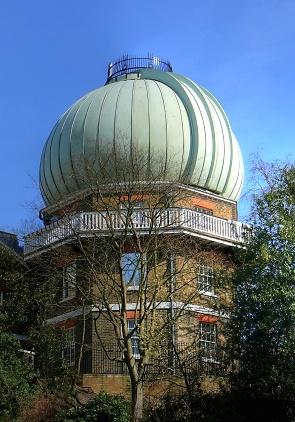 Купол, под которым располагается рефракторный телескоп.